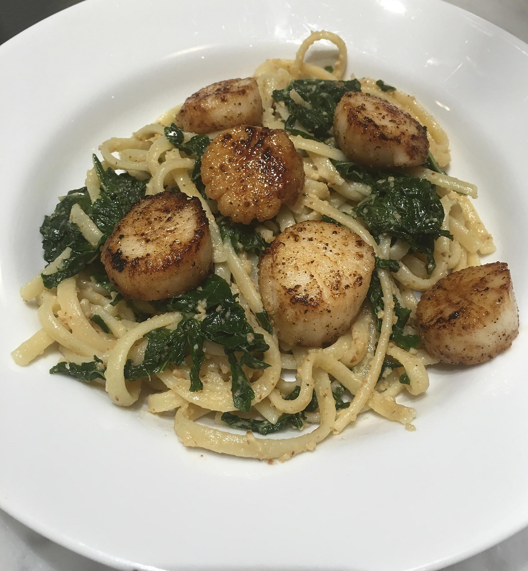 Freshly_Grilled-Sea-Scallops-on-Pasta-with-Pesto