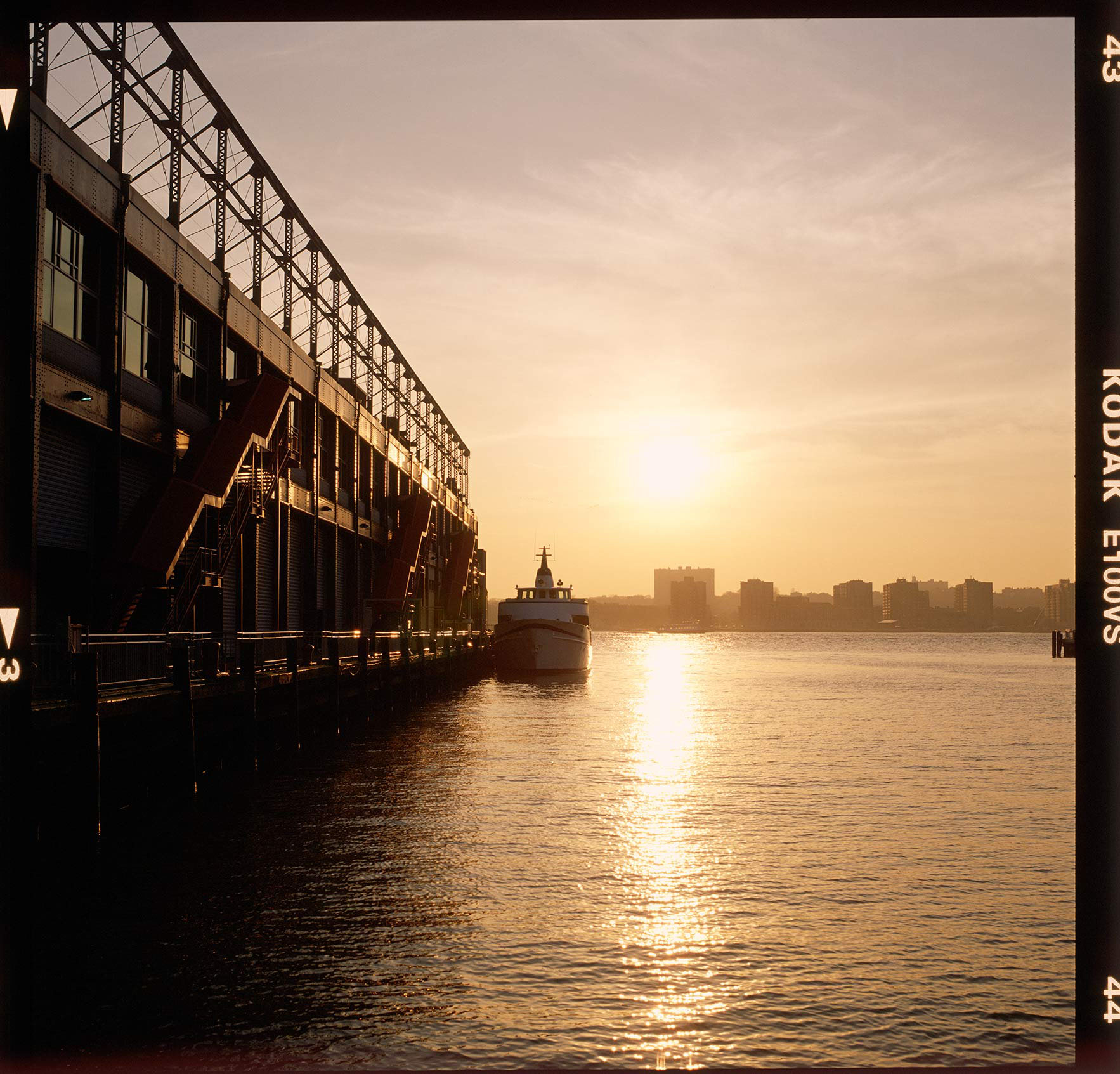 Party-Boat-at-sunset-along-Hudson-River-Pier