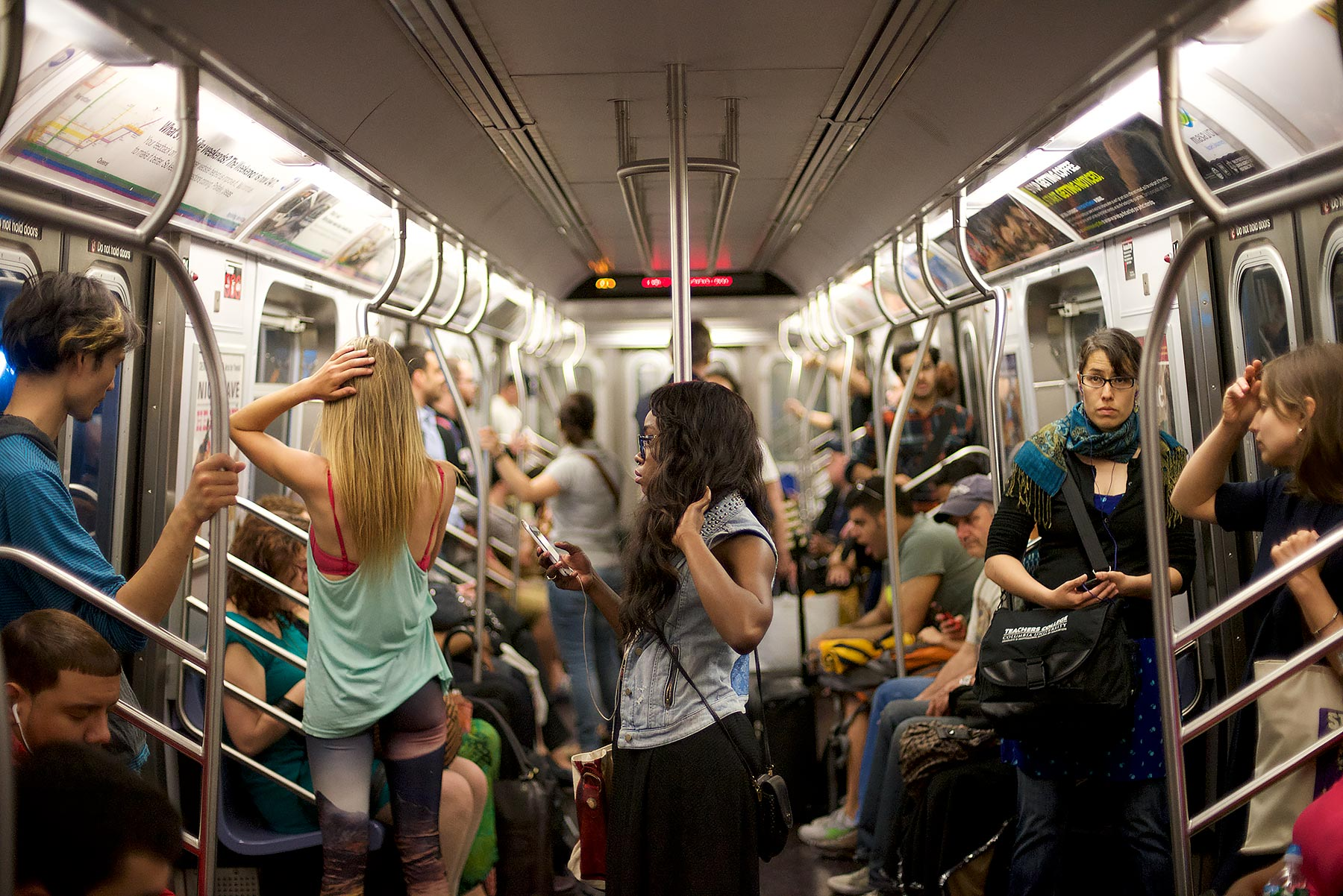 People-inside-very-crowded-subway-car-in-summer