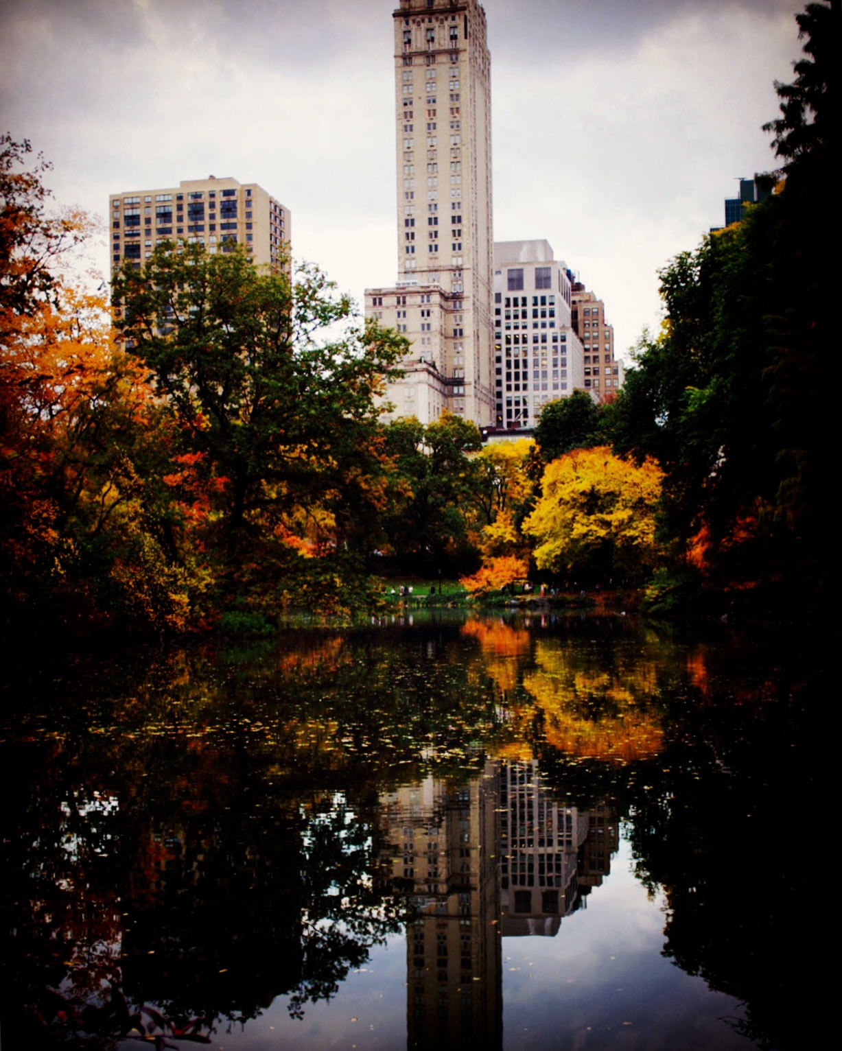 Pierre_Hotel_Reflected_From_Central_Park_Pond