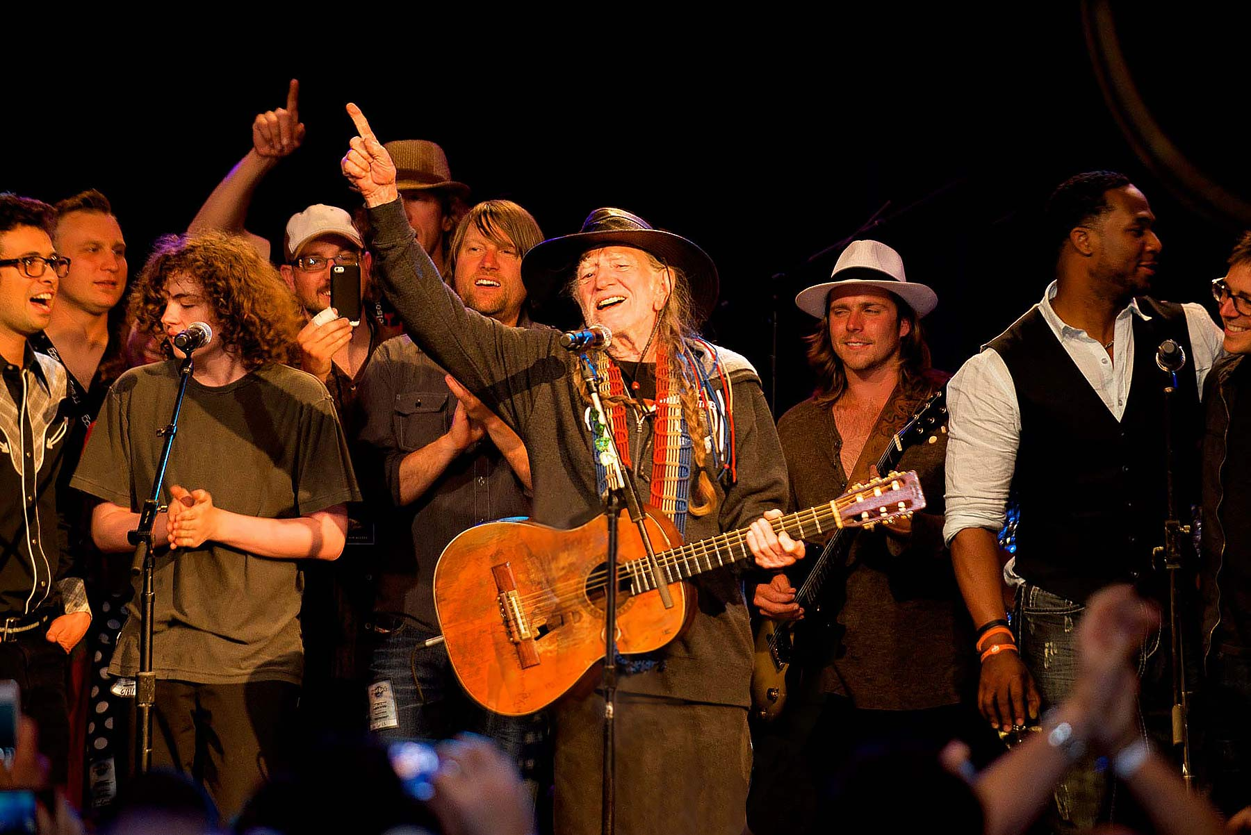 Willie-Nelson-and-family-at-80th-birthday-concert