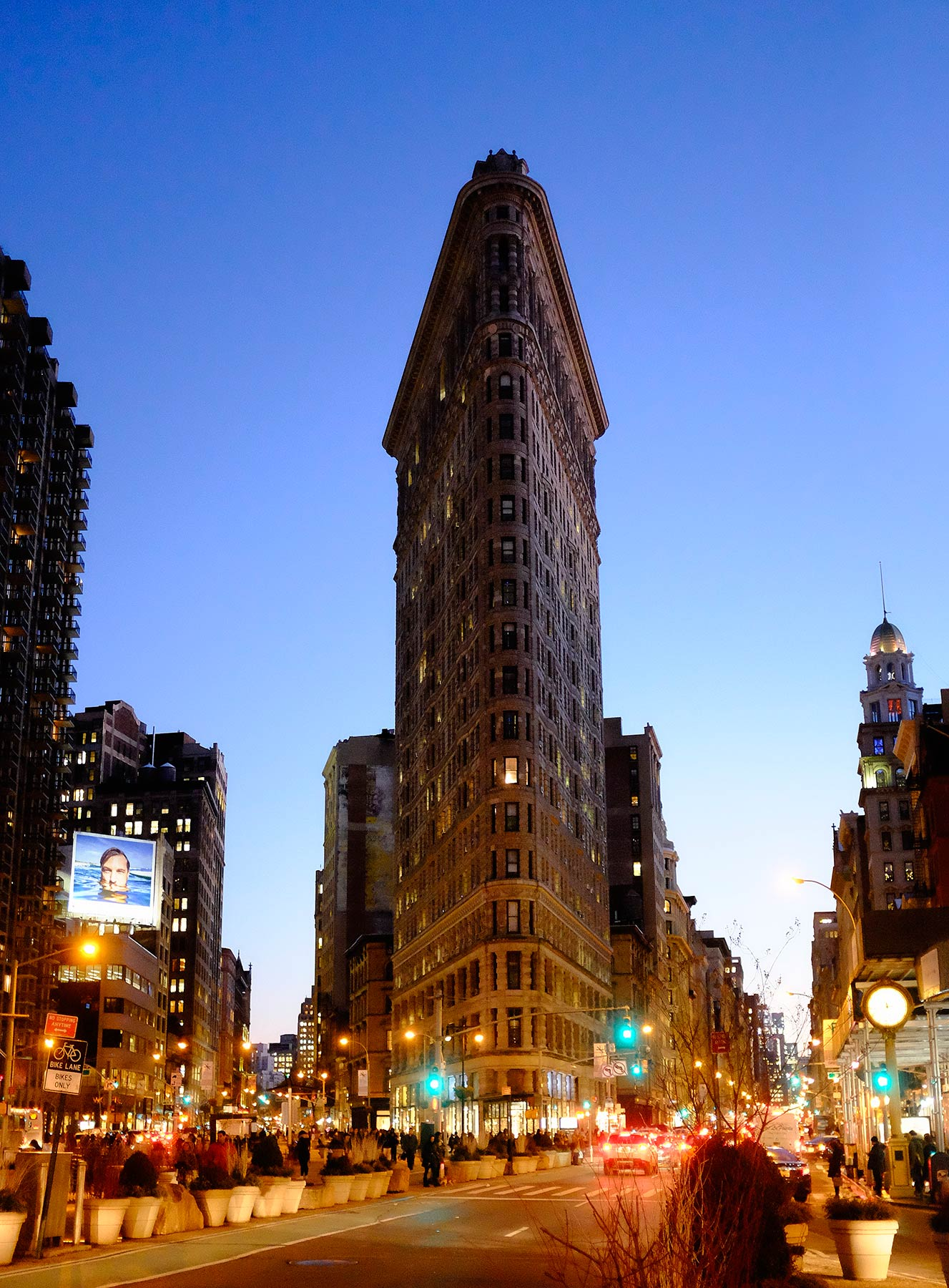 flat-Iron-building-at-dusk-in-Manhattan
