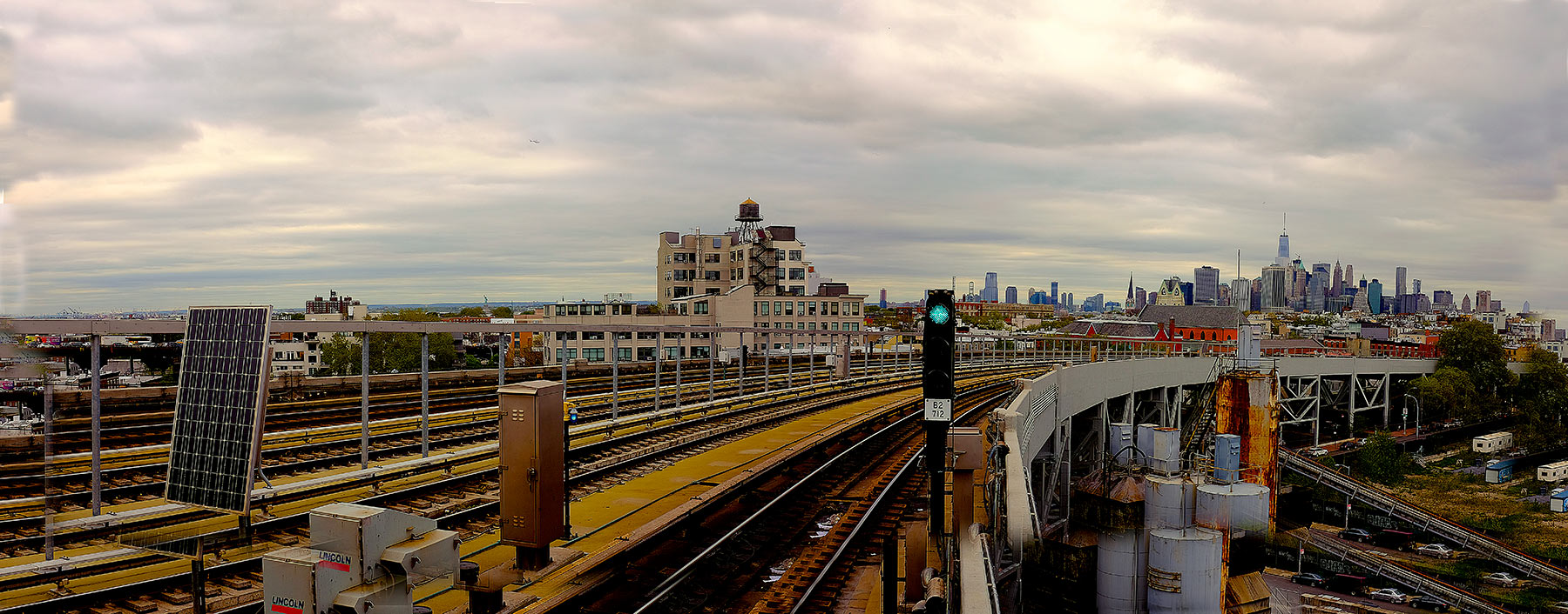 panoramic-of-Smith-and-9th-train-station-over-looking-NYC